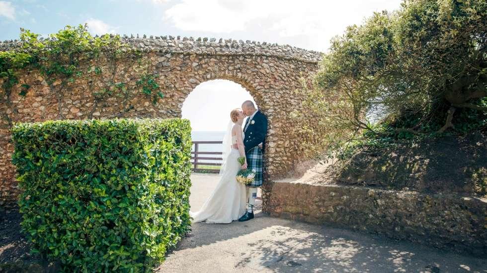 DEVEN-WEDDING-PHOTOGRAPHER-DEER-PARK-HOTEL-0023