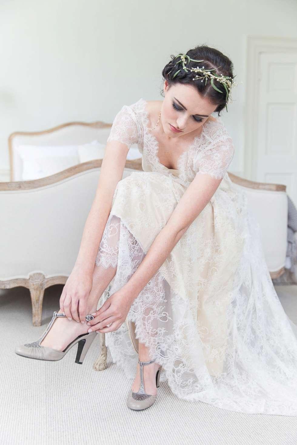 Wedding-Bridal-Fashion-At-Pynes-House-003