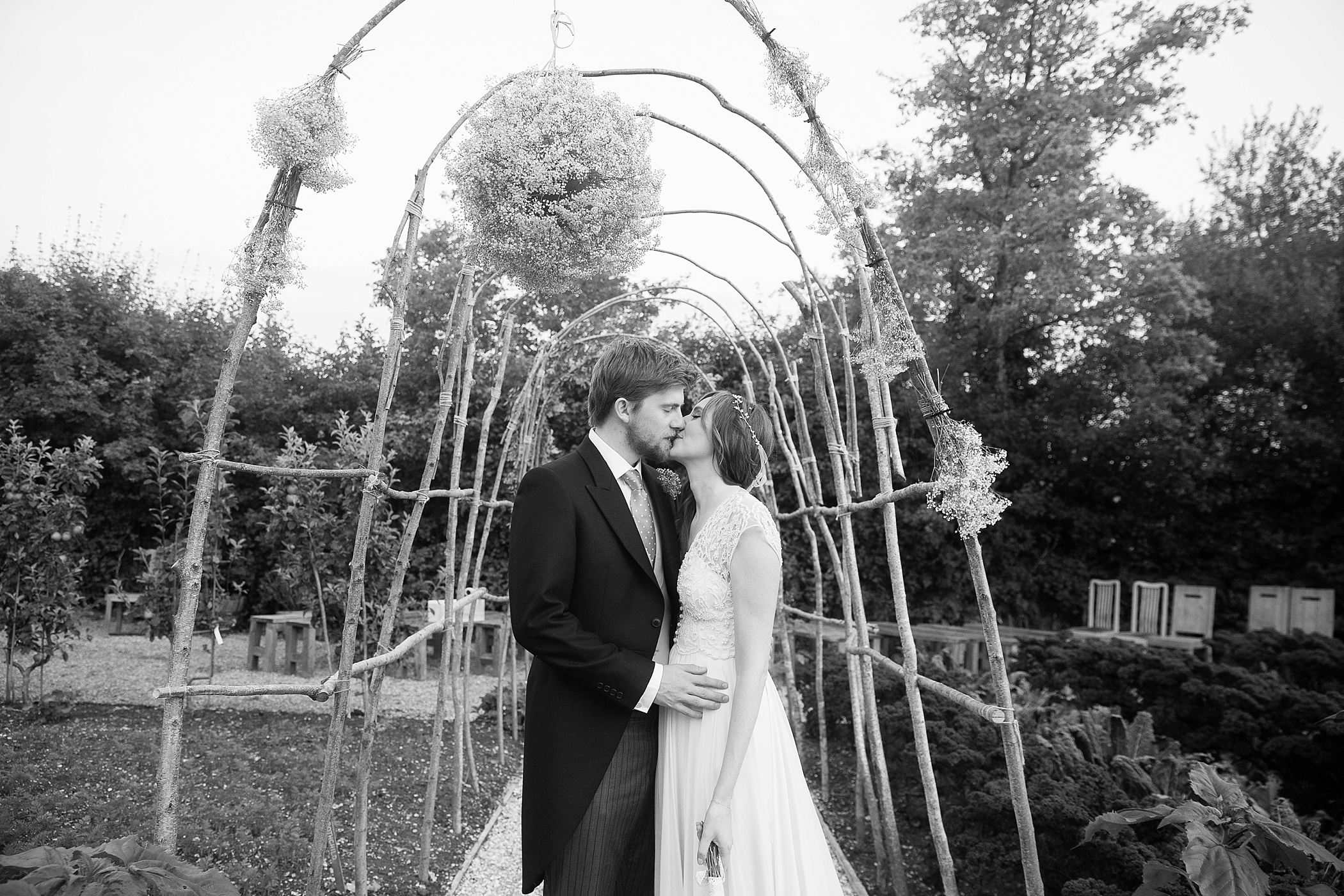 kiss in the arbour River Cottage