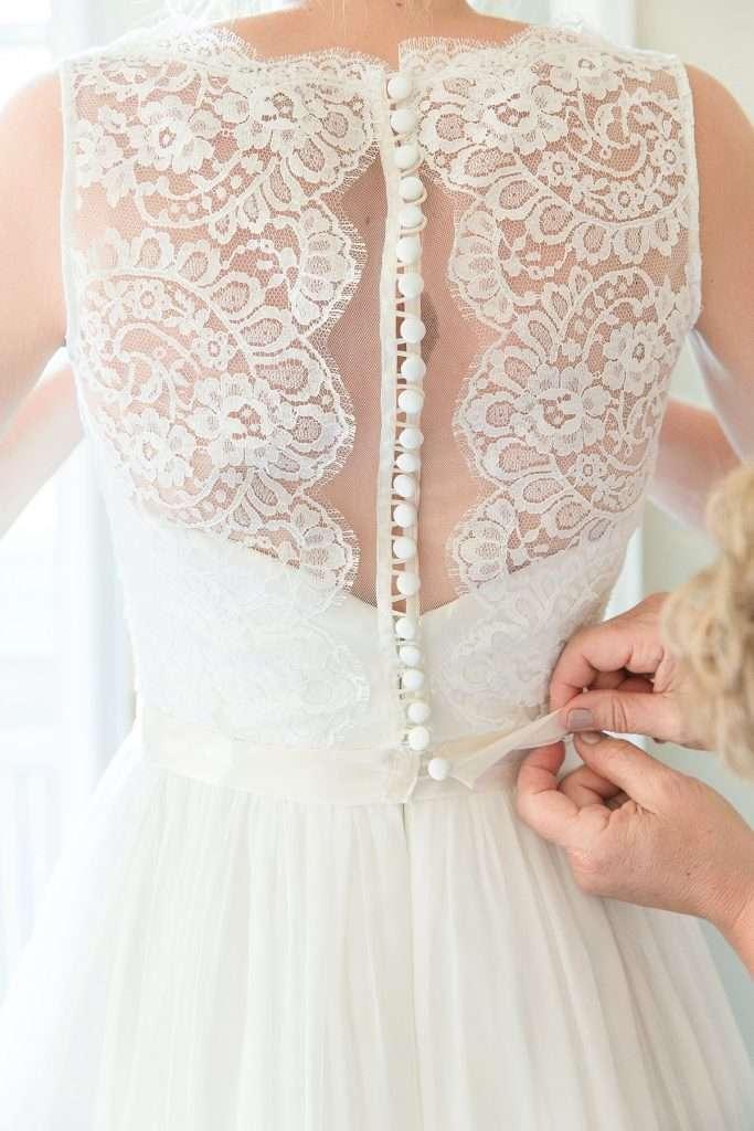 wedding dress being done up, Naomi Neoh wedding dress by Mckenzie brown photography