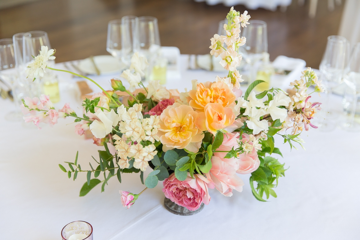Table flowers by Laura Hingston Flowers