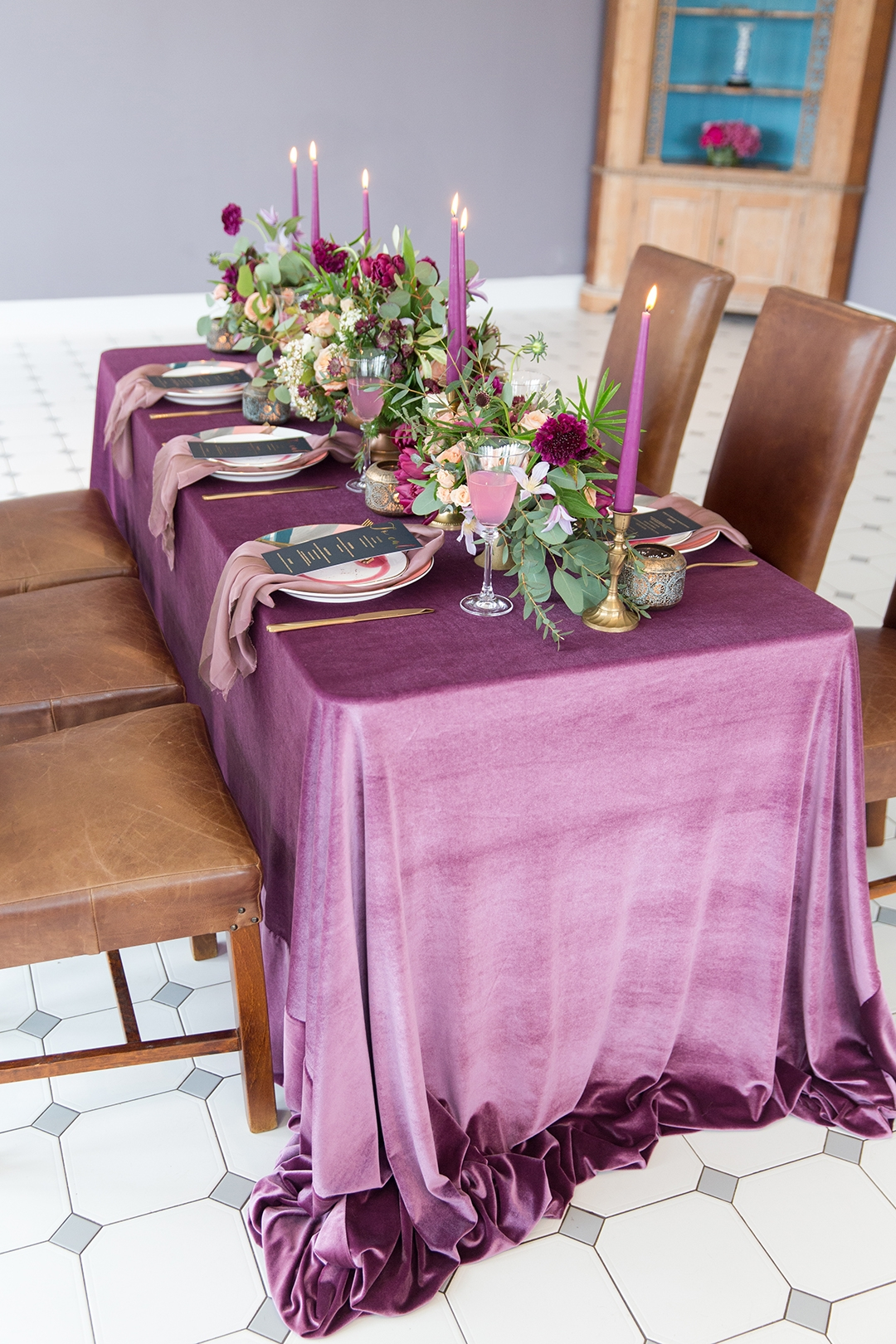 Blush, burgundy and purple wedding table