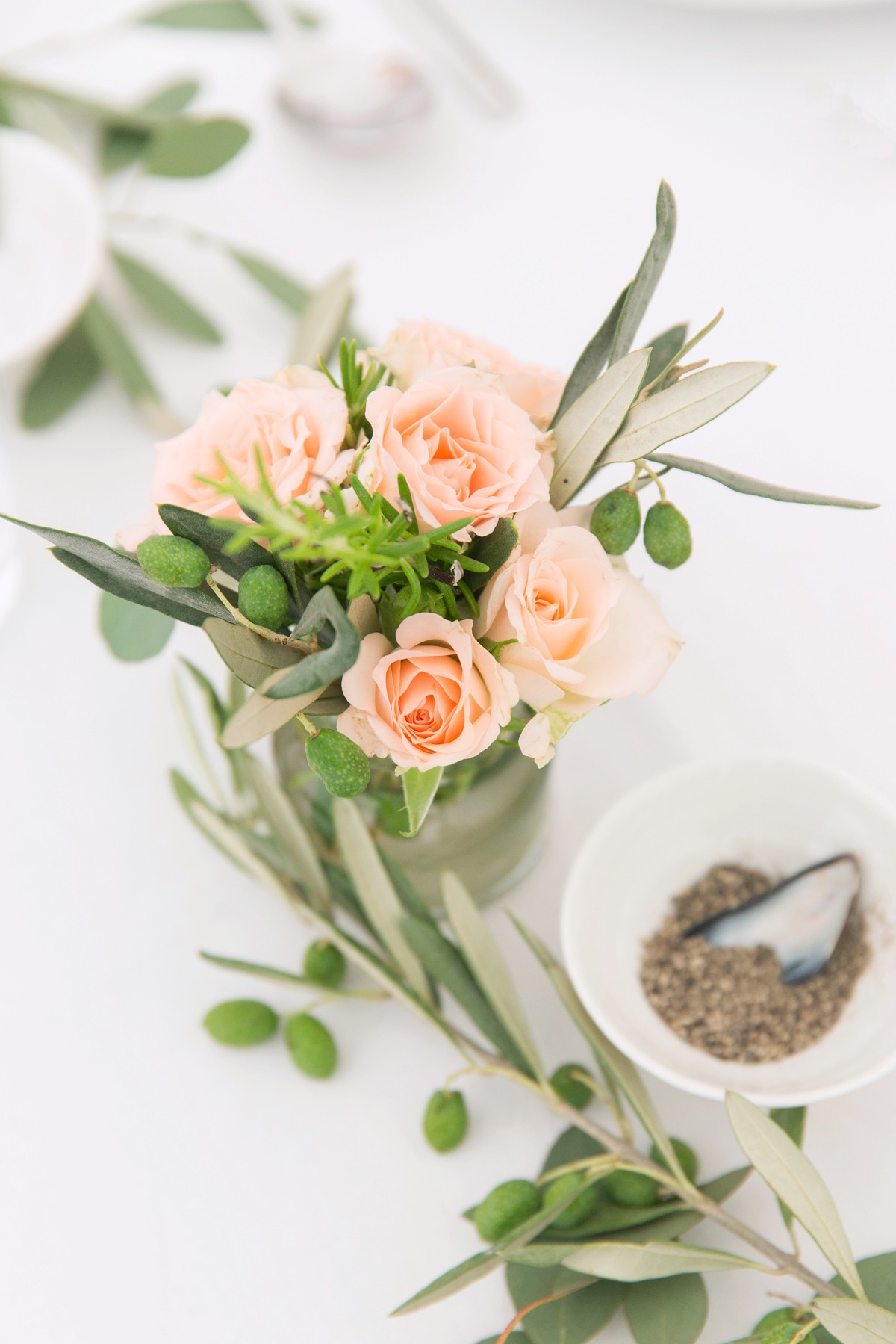 floral display on wedding table