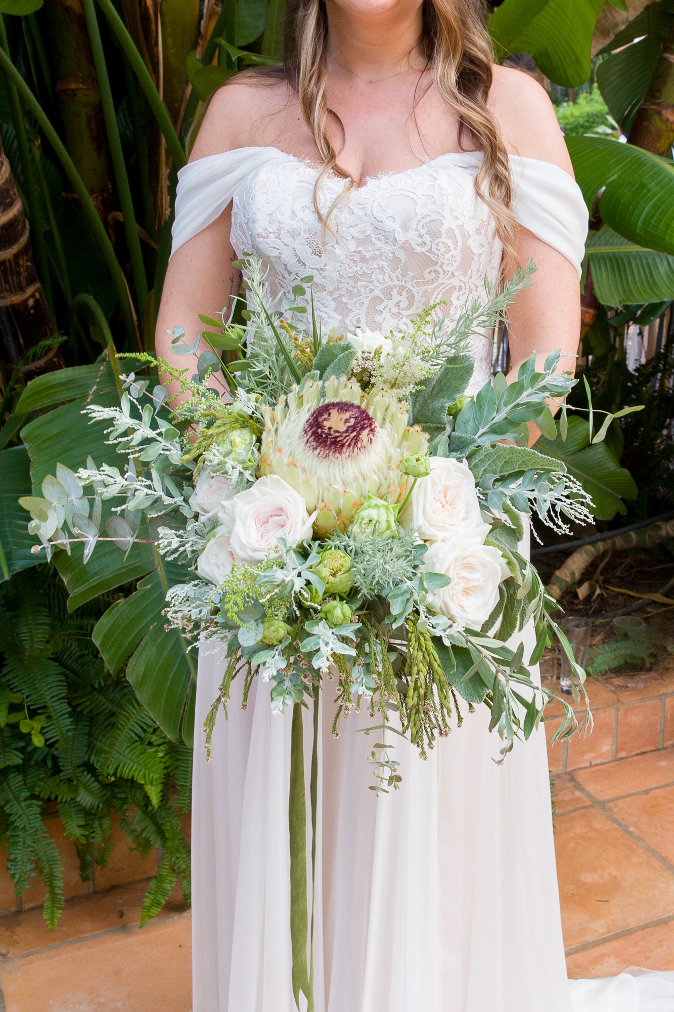 white wedding bouquet by La Toscana in Denia